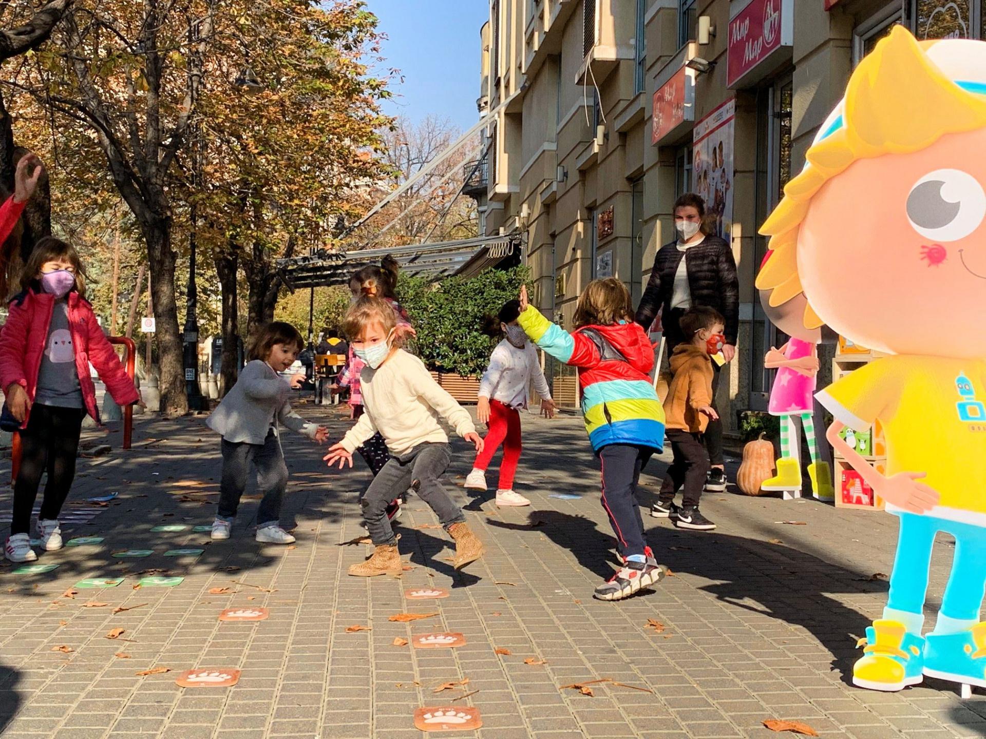 Скокавме и потскокнувавме - среќни фотки и среќни деца